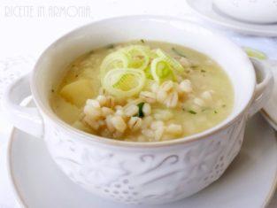 Zuppa d'orzo porri e patate