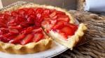 Crostata delicata pasticcera e fragole
