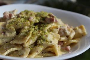 Ravioli in crema di pistacchio e pancetta affumicata!