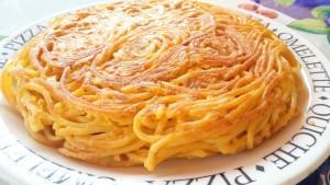 Pizza di maccheroni, perfetta per un picnic!