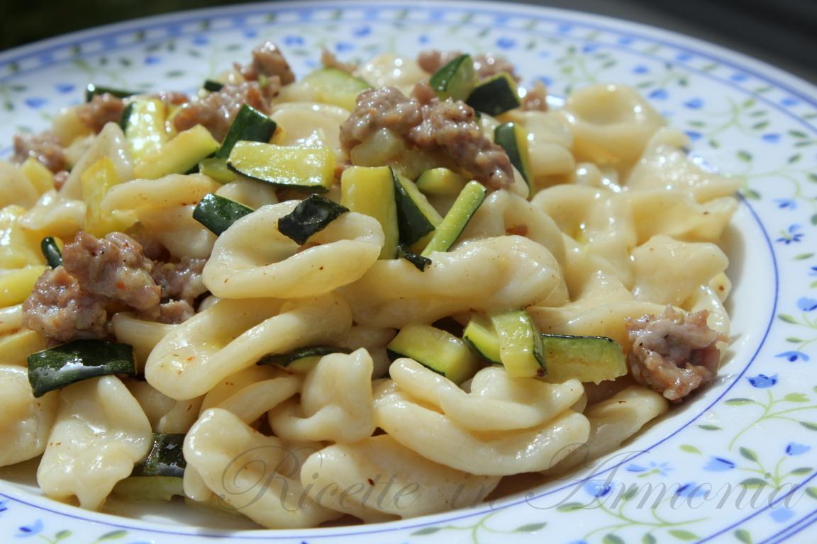 Pasta zucchine e salsiccia, con orecchiette fresche!