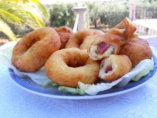 Ciambelle di patate salate ripiene