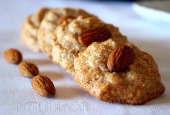 Biscotti di pasta di mandorla light con cocco