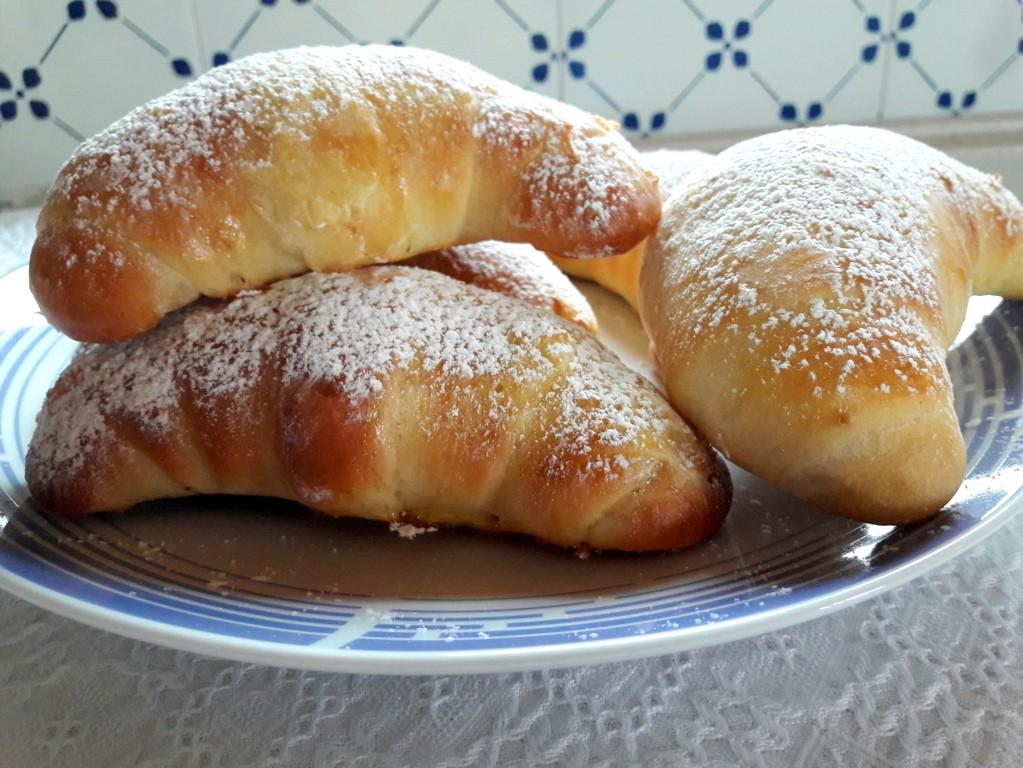 Cornetti soffici di pan brioche e nutella