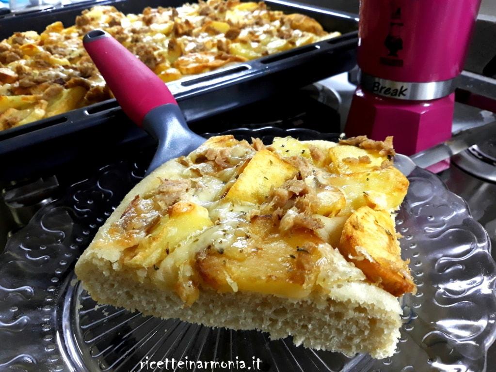 Focaccia morbida tonno cipolle e patate
