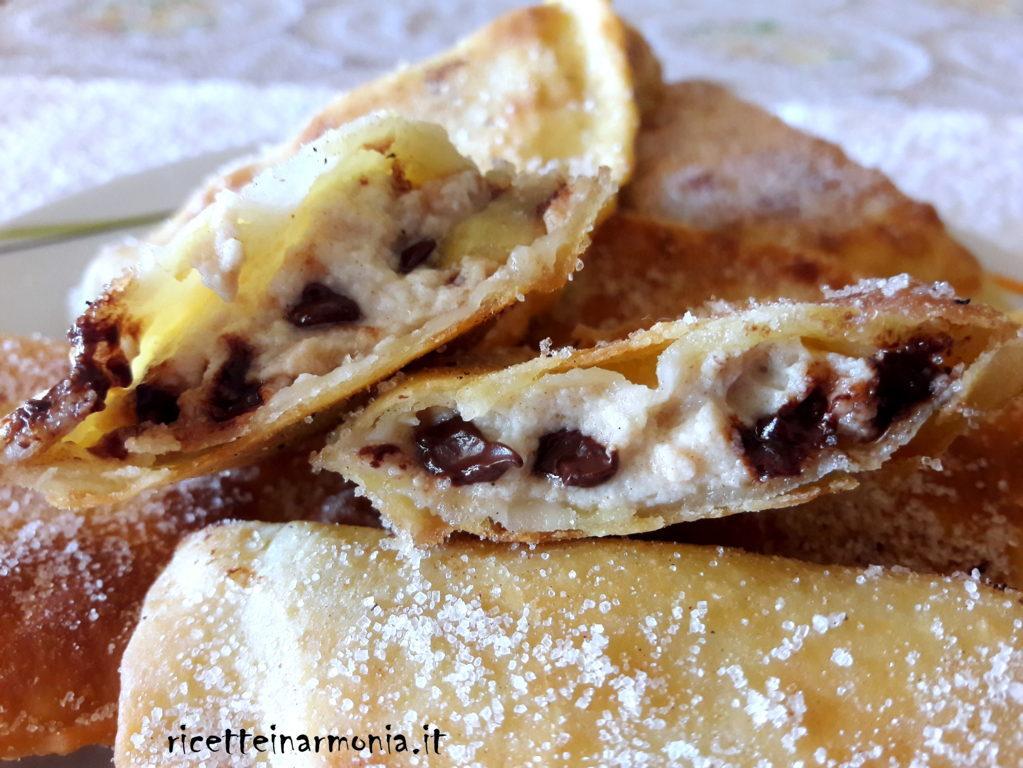 Ravioli fritti di ricotta e cioccolato