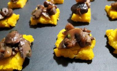 Stuzzichini  di polenta e funghi