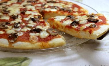Pizza in pastella e mani pulite