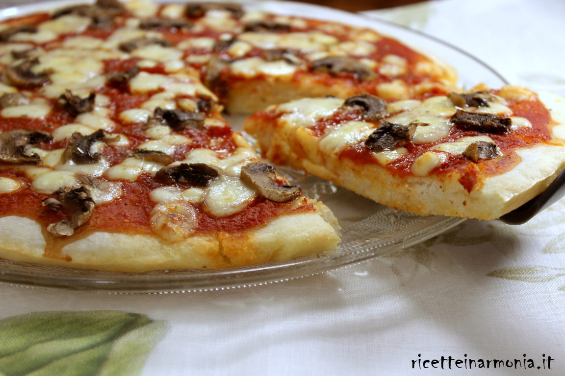 Pizza in pastella e mani pulite