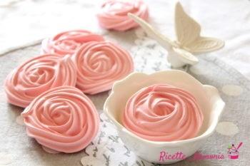 Rose di meringhe alle mandorle