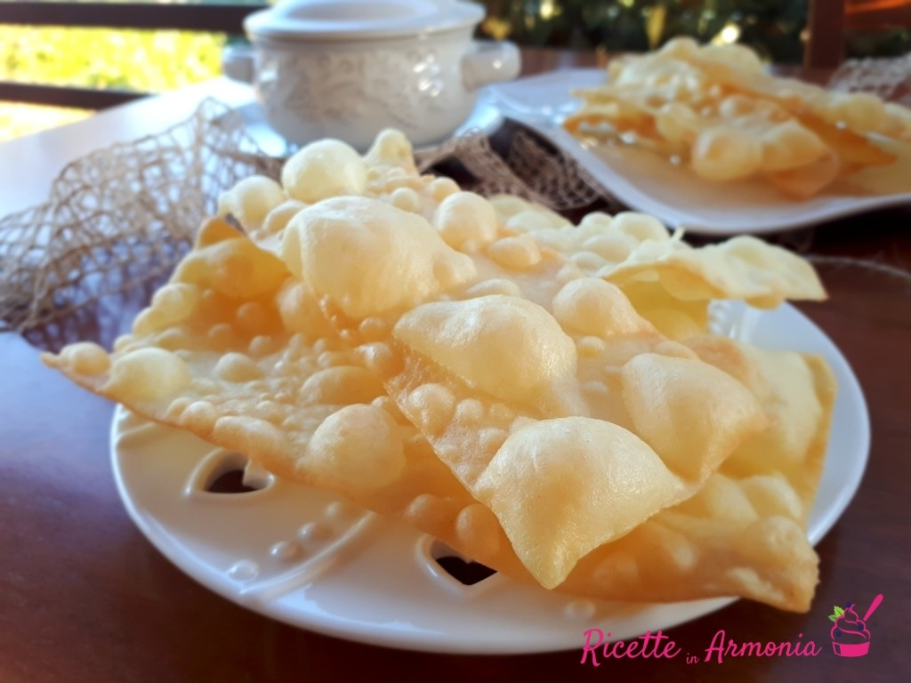 Chiacchiere o frappe salate