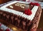 Torta di compleanno al cioccolato con mousse